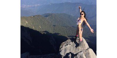 Девушка упала с горы во время селфи